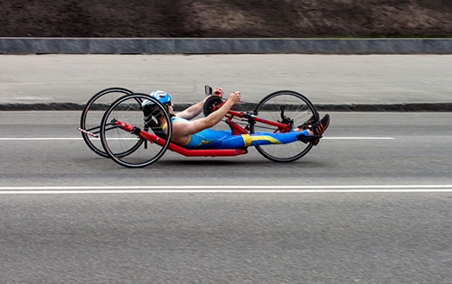 hand cyclist racing